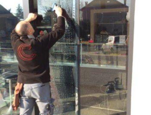 Comment poser du film anti UV sur des vitres ?