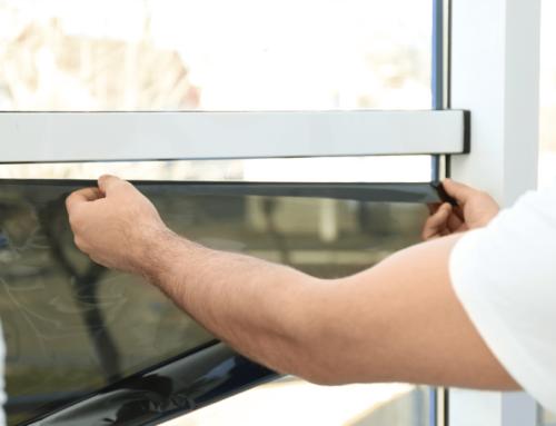 Comment poser un film de protection sur une vitre ?